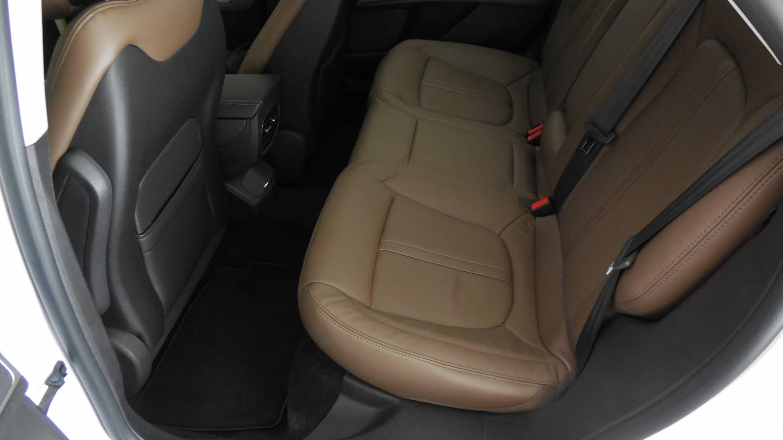Rear Seats Hazelnut color scheme